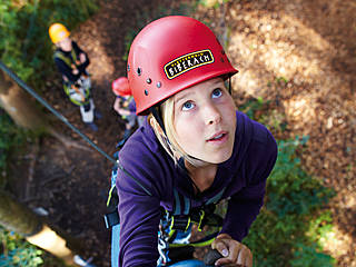 Auch für die Kleinen gehts im Kletterwald hoch hinaus. © Tiefblick GmbH