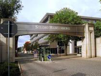 Haupteingang zum Filmstudio Babelsberg © Unify